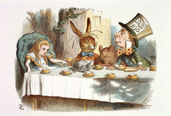 1280px-John_Tenniel_-_Illustration_from_The_Nursery_Alice_(1890)_-_c03757_07.jpg