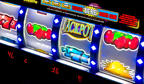 1s-1280px-Slot_machines_3.jpg