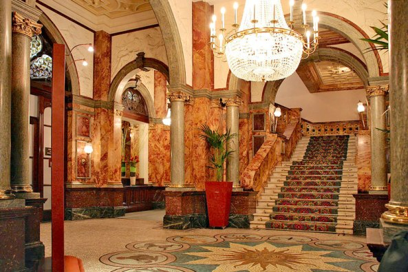1s-1280px-Russell_Hotel_Foyer_(953709385)-copy.jpg